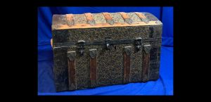 790-small-vintage-trunk